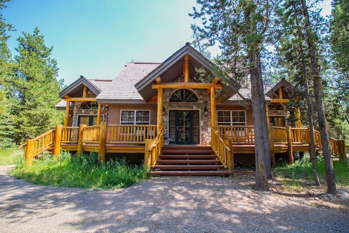 Immaculate Cabin Near Yellowstone!★★★★★