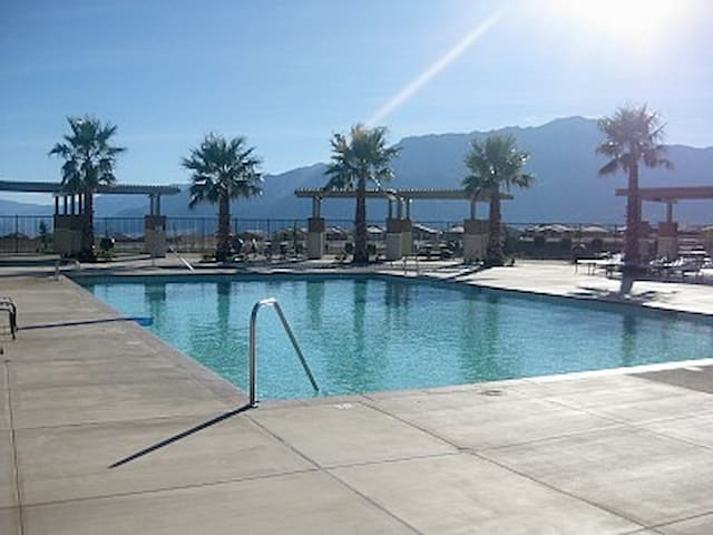 Stagecoach Fest 3bd 3bath with community pools! - Desert Hot Springs - House