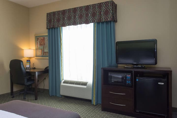 Contemporary Double Bed Non Smoking At Sevierville