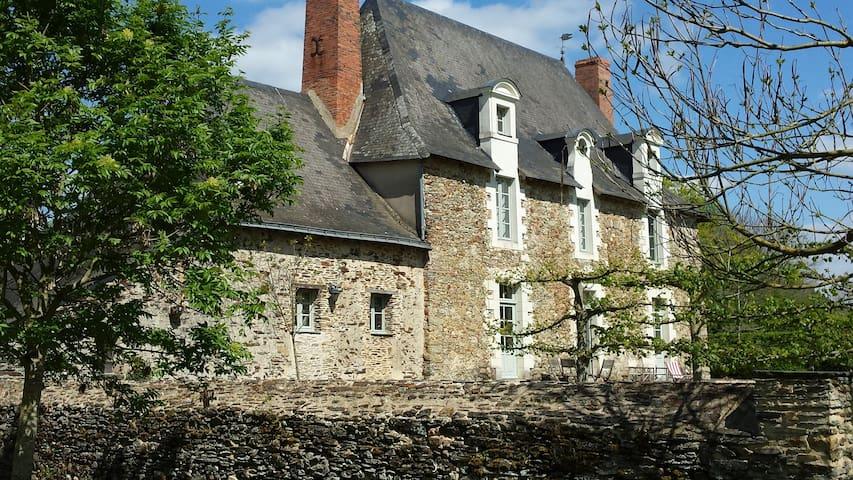 La Grange du Plessis - Chambre Parme - Segré - Rumah Tamu