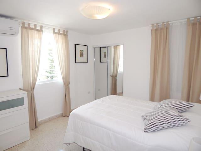 Bed Room 2, 1 Queen bed