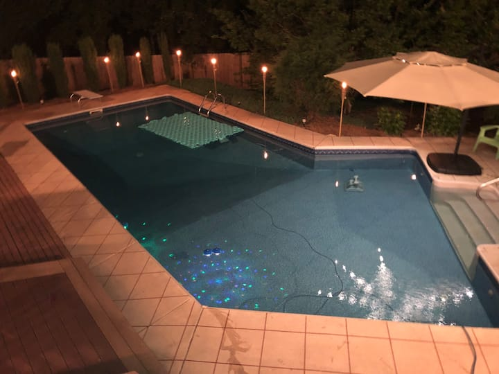 Whole Home, Cozy Resort Style Stay w/ Heated Pool