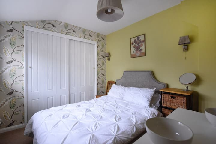 Cheerful  Double Room in Country  Cottage