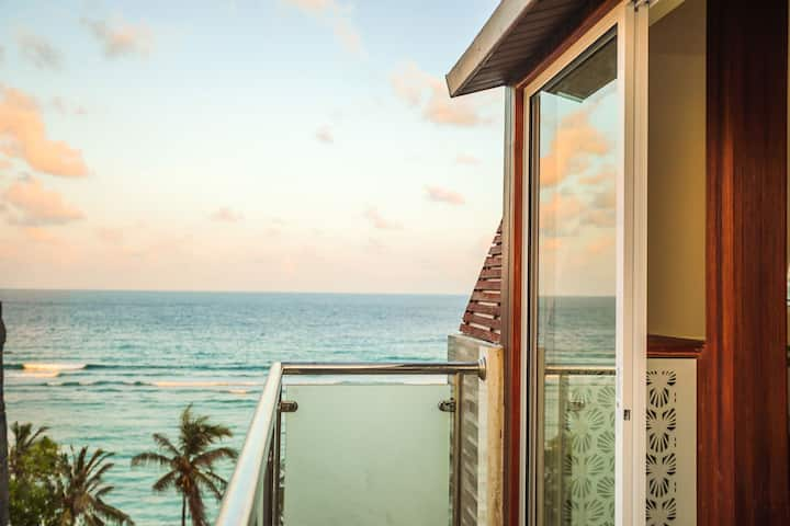Enticing Suite With Rooftop Terrace Walk To Beach