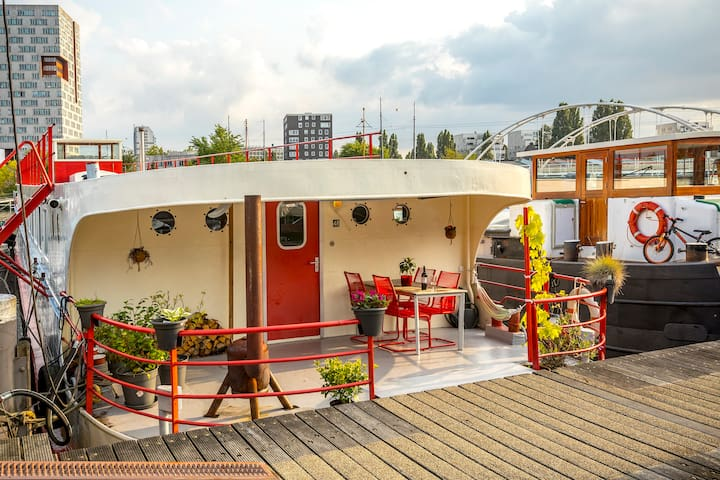 Luxury eco houseboat apt. 10 m. to central station