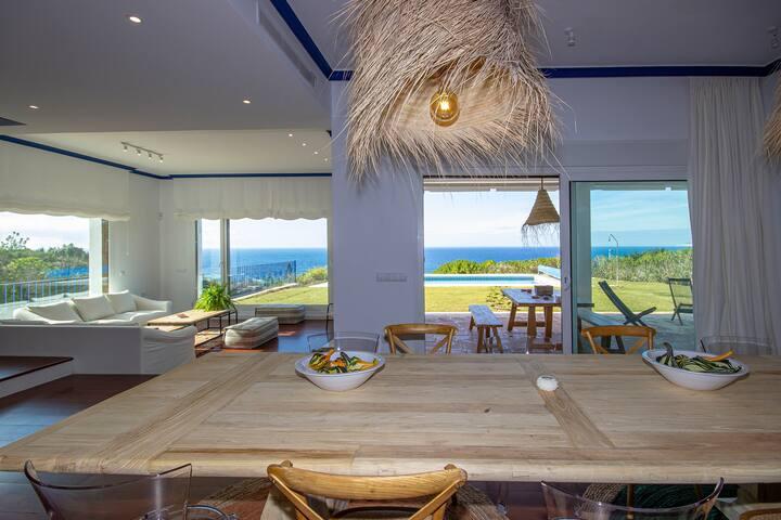 Se alquila espectacular villa con vistas al mar
