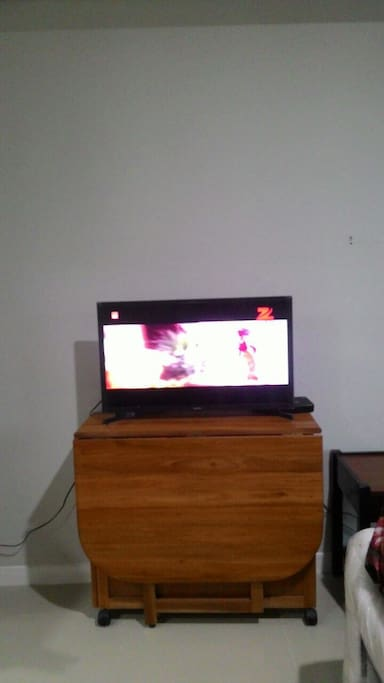 TV with cable movies (Indovision)
