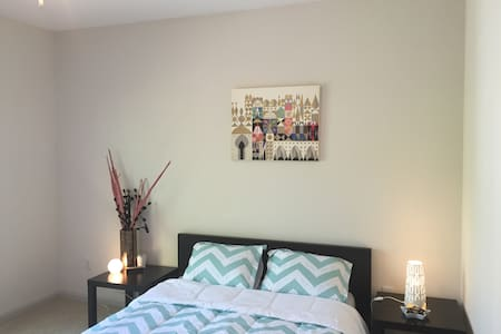 Bed and bath in sunny apartment - Decatur - Appartamento