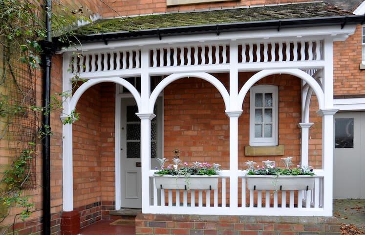 Superb Victorian home close to NEC