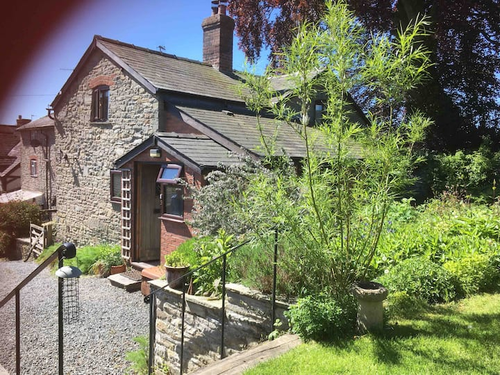 Ensuite double room close to Offa's Dyke Path