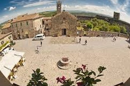 Charming In Piazza Diplomatic Suite - Monteriggioni - Byt