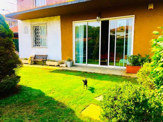 Villa in a green area close to Como, lake, Suisse.