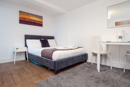 SAV Apartments - City Centre Studio Regent Road