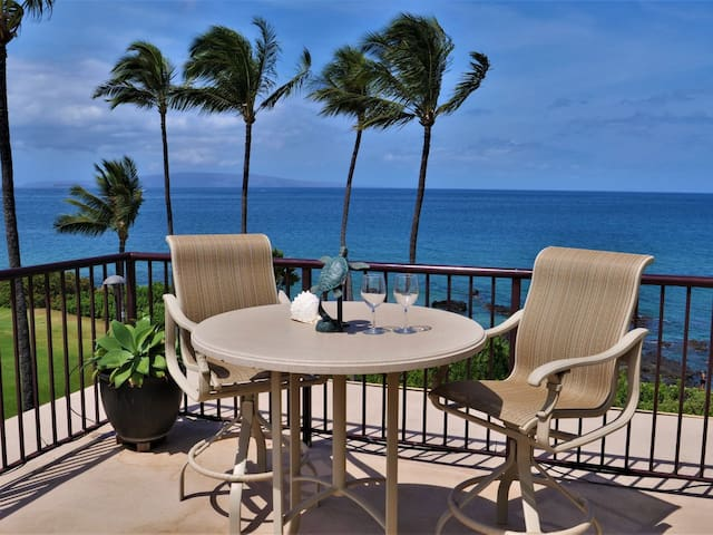401 Punahoa Penthouse- Oceanfront with A/C
