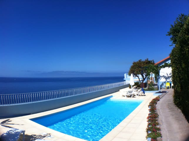 Seafront Beach House. Pool. Best location. - Funchal - Huis