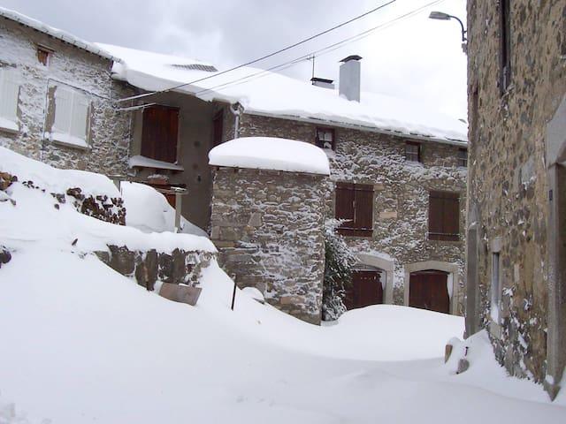Gran casa rural con jardín de 400 m - Counozouls