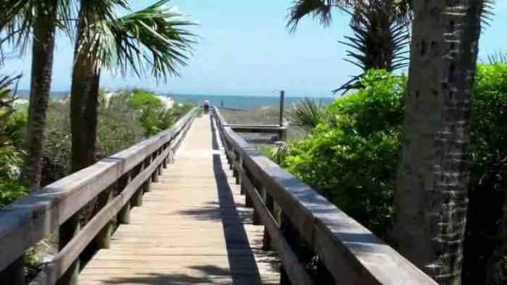Getaway near the beach, by Mayport Naval Base