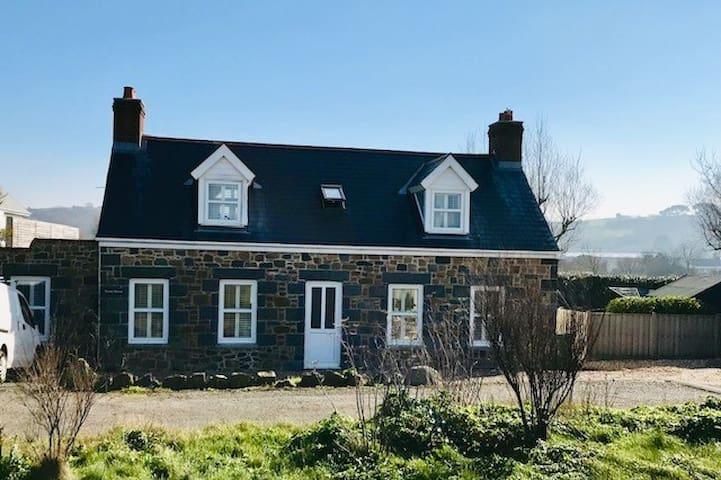Stunning west coast cottage opposite the beach