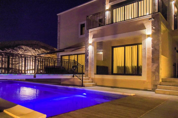 VILLA with HEATED POOL   3 bedrooms