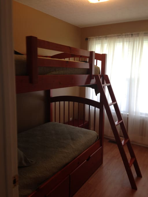 3rd bedroom, there are also 2 roll away beds in the closet.