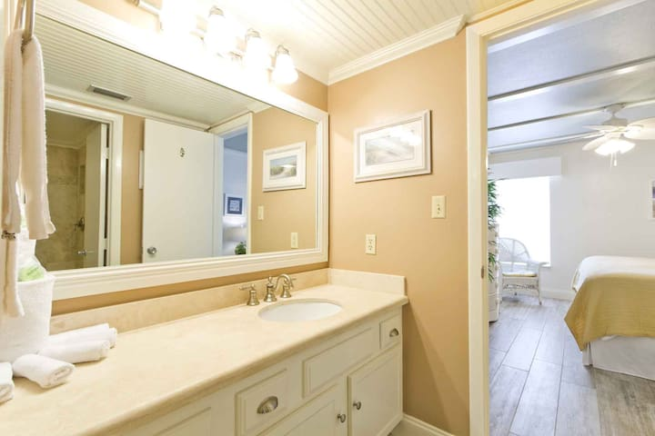 This is the second bathroom in Edgewater 207 and is shared with the 3rd bedroom.