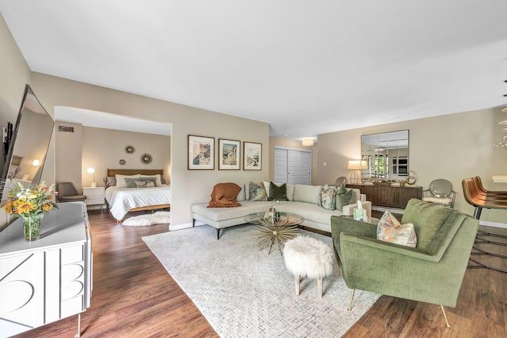 Park Views! Designer Apartment for 30 Day+ Rental