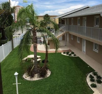 Cozy Boho Beachside Apartment! - Daytona Beach - Appartement