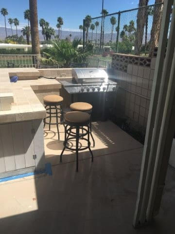 Room for rent close to El Paseo district.