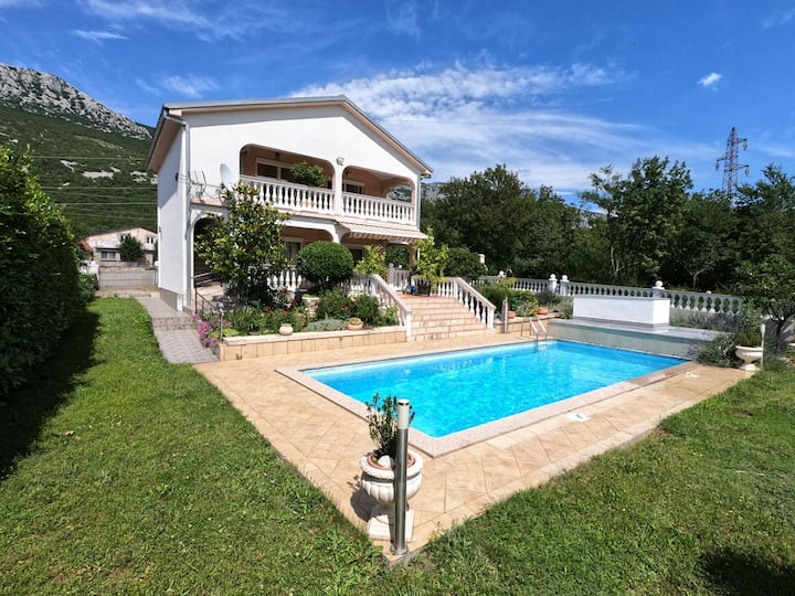 Villa Adriatik**** with swimming pool.