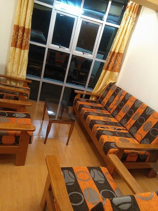 Sala muebles en madera(Tv, equipo de sonido)