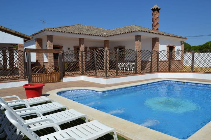 Child-friendly villa with private pool near the beach in Vejer de la Frontera