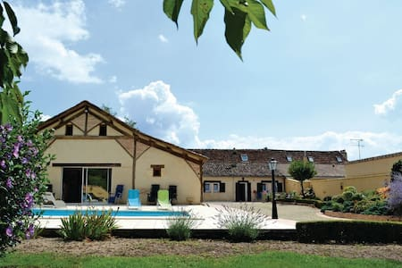 3 Bedrooms Home in St Pierre d'Eyraud #1 - St Pierre d'Eyraud