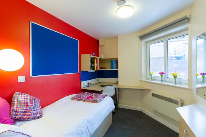 Student Only Property: Student Only Property: Cosy Bronze En-suite
