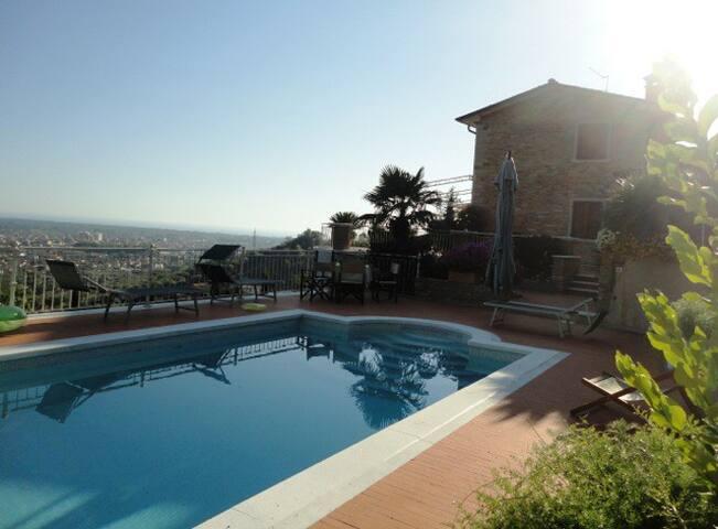 """Villa""""al Colle""""vista panoramica con piscina"""