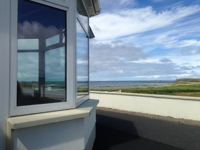 Relax by the Sea on the Wild Atlantic Way. - Quilty - Casa