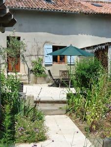 Mirabelles Family Gite - 2 bedrooms - Miallet - Casa