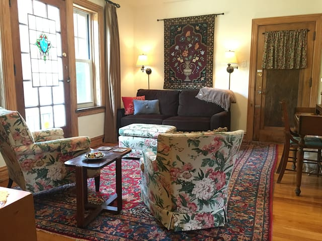 Scrumptious One-Bedroom On Tower Grove Park