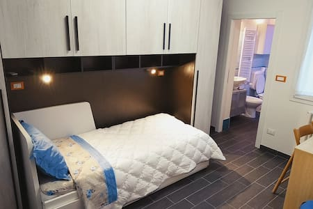camera singola/doppia con bagno interno