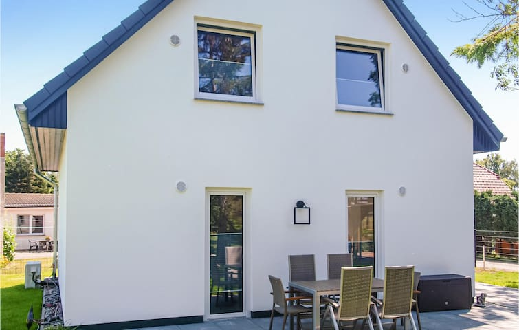Holiday cottage with 3 bedrooms on 90m² in Garz