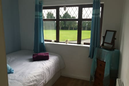 Double bedroom   15 minute  walk from town centre - Drogheda - House