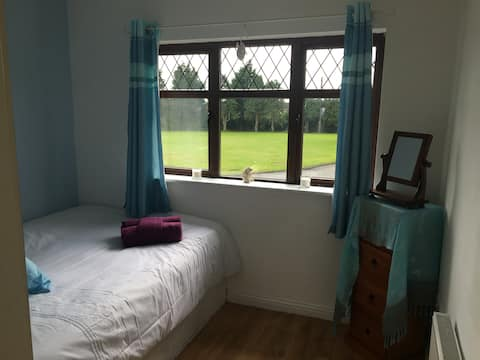 Double bedroom   15 minute  walk from town centre