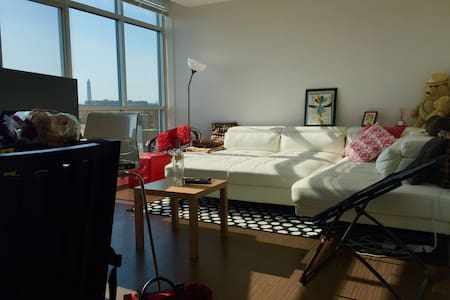 Luxury 2BR Penthouse With Views/Walk To Everywhere
