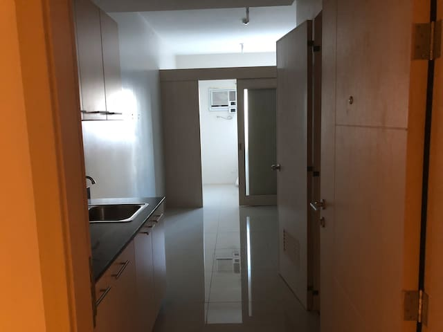 Cozy 1 Bedroom condo @ Blue Residences-QC
