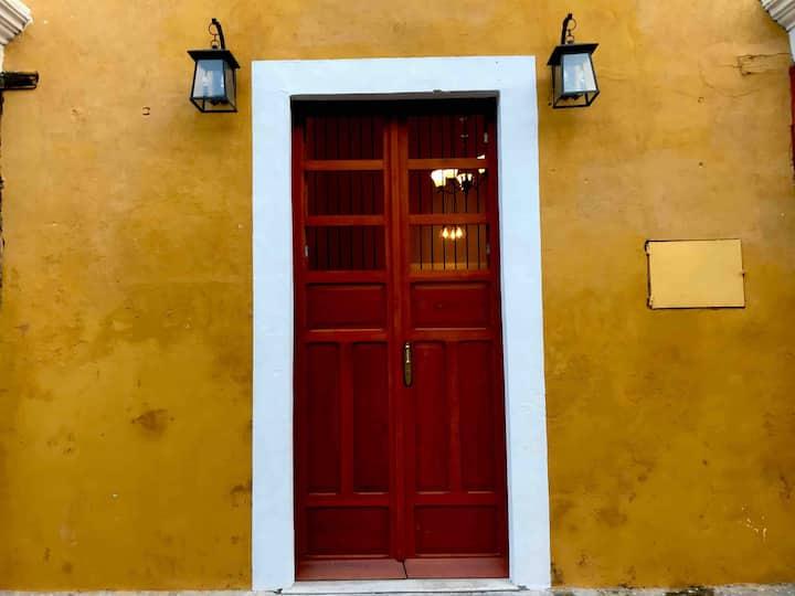 "Izamal Centro, Luxury Apartment ""Los Farolitos"""