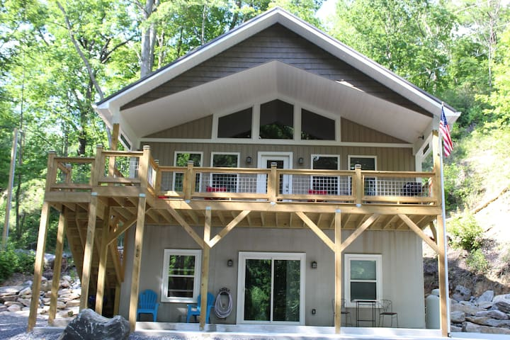 Lake Lure Retreat. Newly built 2020!