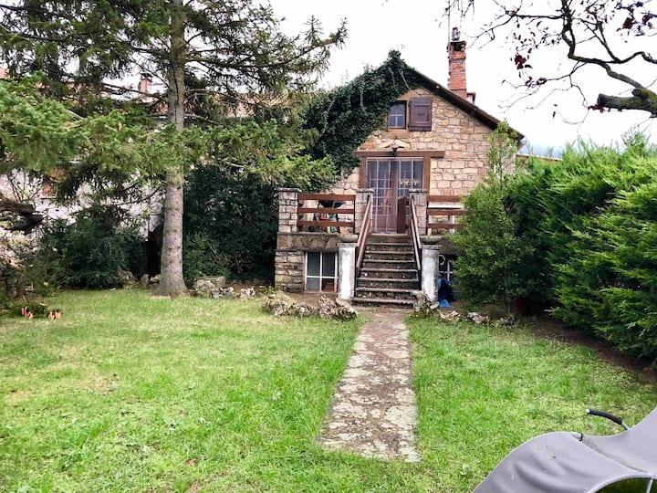 Maison de Vacance en pierres à 5mn de Millau.