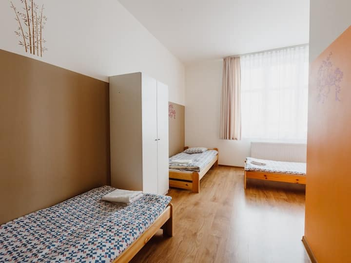 9-beds studio with two private bathrooms. Tara Hostel Kraków