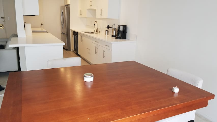 Remodeled 2BR APT in the Heart of Beverly Hills!