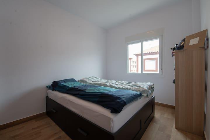 Alcalá del Rio, Room in quiet neighborhood