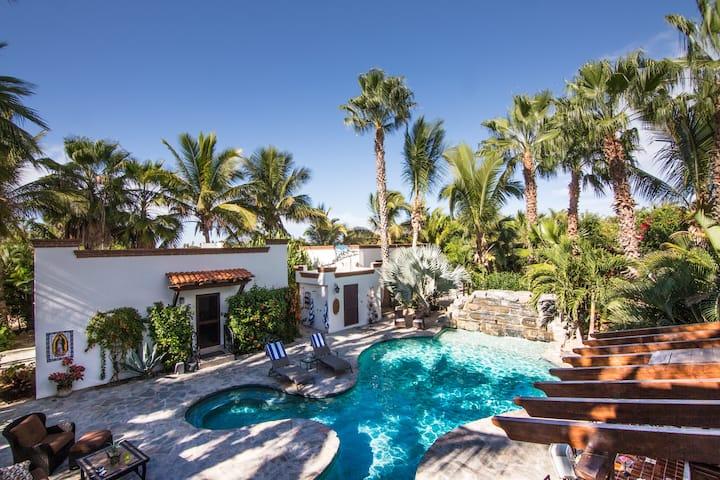 Palapa Casita/Guest house with pool near beach !
